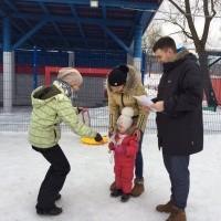 Зимние забавы «папа, мама,я — весёлая семья!»